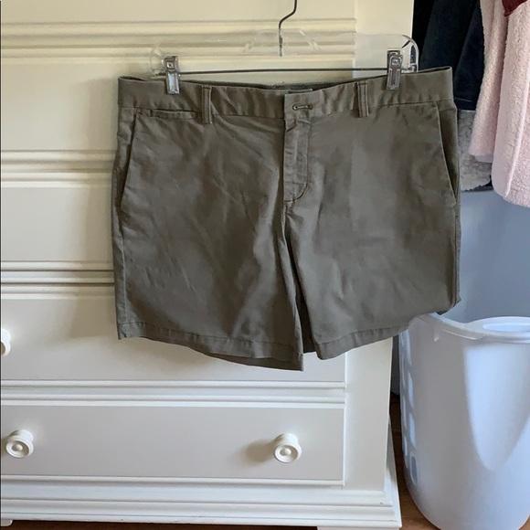 Banana Republic Pants - Banana Republic Size 10 Olive Green Bermuda Shorts